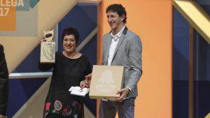 Rosa Moreiras e Roberto Rielo recollendo o premio